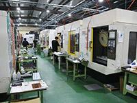 ロボドリルが30台近く設備されている千葉工場