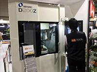 メカトロレックでは、随時、Zエンドミルのデモ加工を展開した