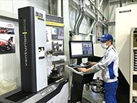 ZOLLERのツールプリセッタ、Venturion。加工中でも、機械に次の工具情報を提供できるメリットは大きい